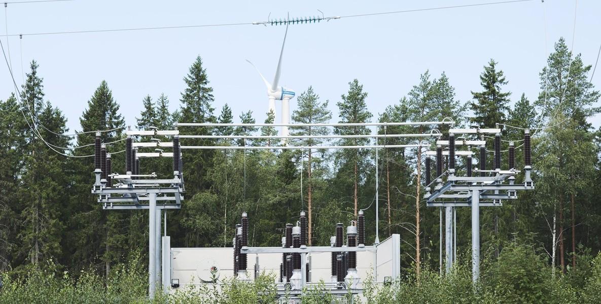 Sundomissa, Vaasan kupeessa, sähköverkko on muuttumassa haja-asutusalueen verkosta kaupunkimaisemmaksi.