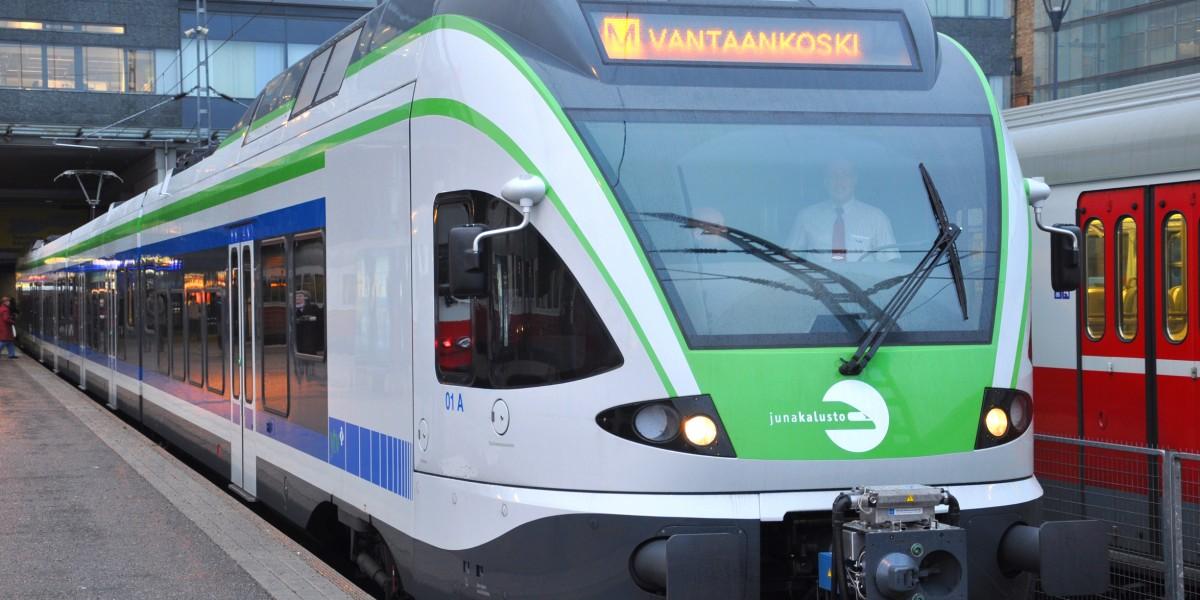 Pääkaupunkiseudun lähiliikenteessä liikennöi vuonna 2017 75 Flirt-junaa.