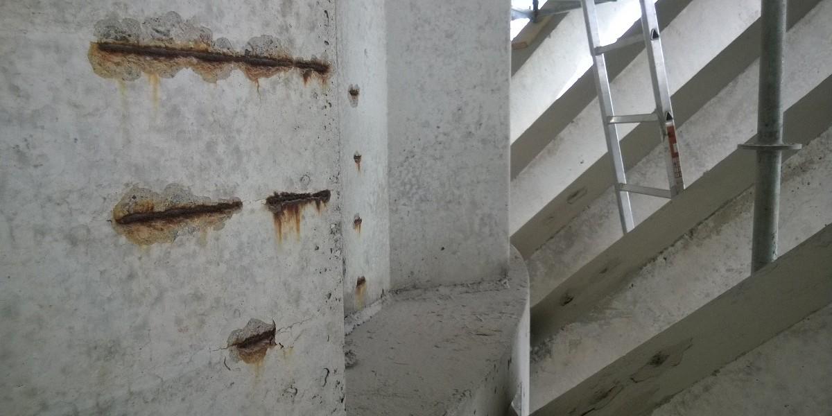 Vesitornin säiliöosan betonielementeissä oli 1970-lukulaista vikaa:harjateräkset ovat liian pinnassa.